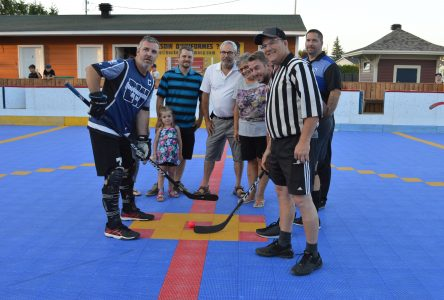 Napierville inaugure sa surface de deck-hockey